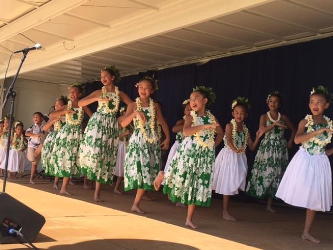 孩子們表演夏威夷舞蹈。(記者楊青/攝影)