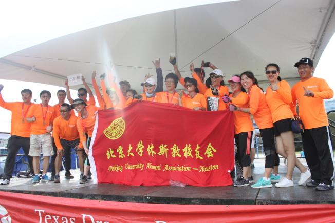 北京大學校友會憑著深厚龍舟賽實力奪得分組第一。(記者郭宗岳/攝影)