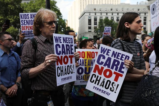 共和黨版本健保法案在國會屢試屢敗,使得健保改革如今成為各州必須自行面對的挑戰,而引發各種不同意見的聯邦「醫療補助計畫」,很可能成為下一波各方角力的主要戰場。(Getty Images)