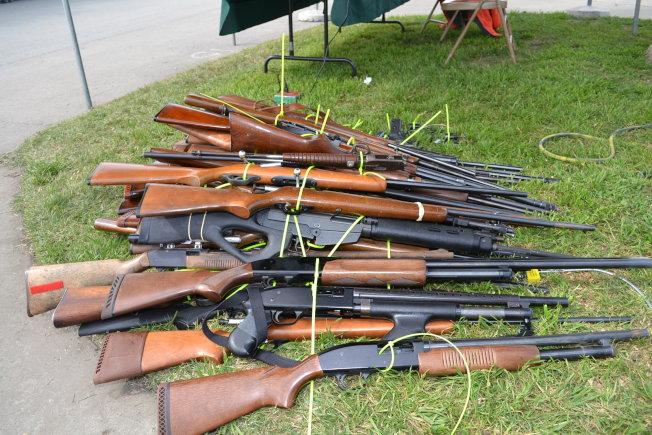 通過槍械回購行動收回大量閒散槍支。(本報檔案照)