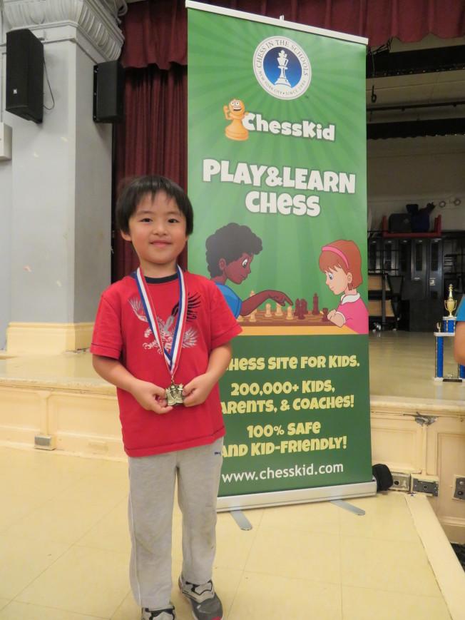 一年級學生黃Bret首次獲得獎牌,表示不怕輸。(記者陳小寧/攝影)