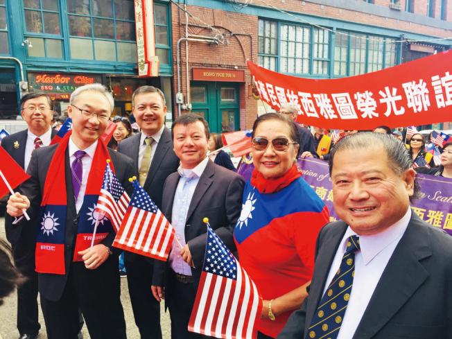 華埠遊行活動中,政商僑學界人士熱情響應。 (僑領吳小燕/提供)