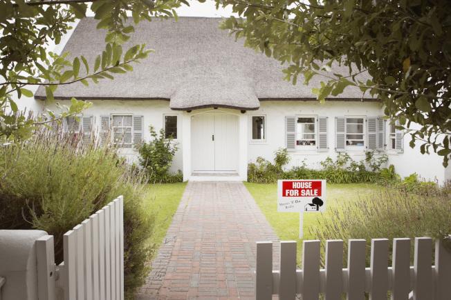 接近退休年齡卻擔心儲蓄不夠的人,可以把腦筋動到房子上。(Getty Images)