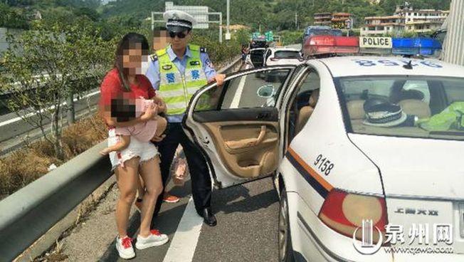 兩歲娃疑自己打開車門摔下身亡。(取材自泉州網)