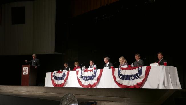 七名候選人首次齊亮相,針對各自政見做闡述。(記者李雪/攝影)