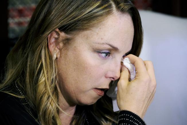 好萊塢女星兼編劇Louisette Geiss,10日在著名女權律師Gloria Allred陪同下,在洛杉磯舉行記者會,公開指控當年曾遭溫斯坦強暴。(美聯社)
