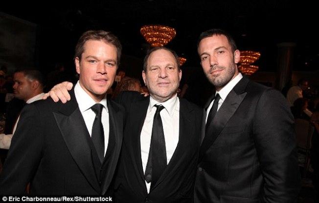 感謝溫斯坦的裁培之恩,奧斯卡影帝麥特戴蒙(左)及班艾佛雷克(右),對溫斯坦的獸行保持沉默,直到10日才出聲譴責。圖為三人在2010年合照。(Getty Images)請輸入摘要