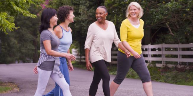 女性通常比男性長壽,但卻賺較少錢,使得她們規畫領社安金較為複雜。(Getty Images)