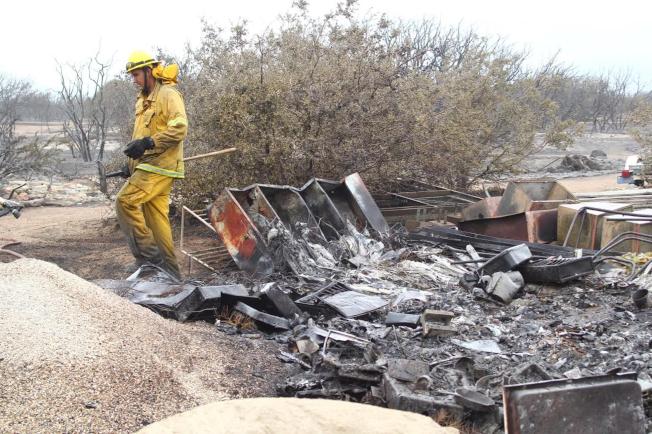 加州野火燒毀房屋汽車,民眾應做好預防措施。(本報檔案照)