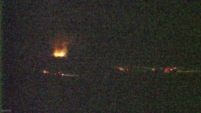 一架美軍直升機今天下午在日本沖繩墜毀。 圖擷自NHK