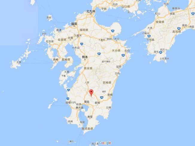 日本氣象廳表示,九州地區新燃岳火山11日發生約6年來首次噴發後,警戒等級升高至3。(圖取自Google地圖)