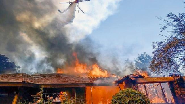 重新審視房屋保險內容已成加州屋主與租客的當務之急。(美聯社)