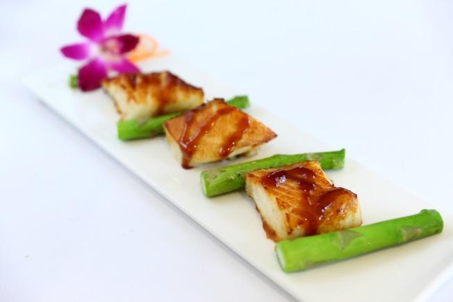 喜來登酒店餐館的精緻菜餚—日式烤智利鱸魚。(喜來登酒店提供)