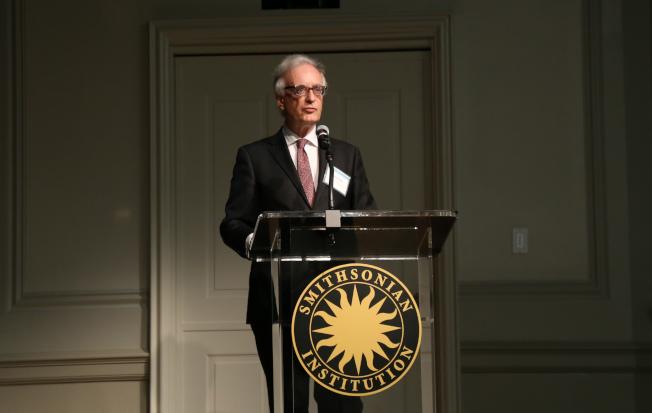佛利爾/賽克勒美術館館長Julian Raby在媒體見面會上表示,希望在多元藝術文化中為公眾提供辯論場地,在分裂彼此的元素中找到團結彼此的重點。(記者羅曉媛/攝影)
