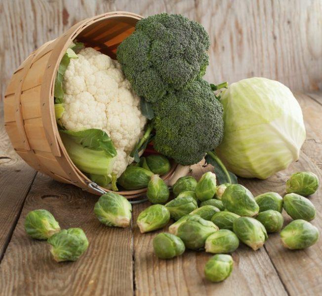 醫師建議每天吃十字花科蔬菜,有益乳房健康。(Getty Images)