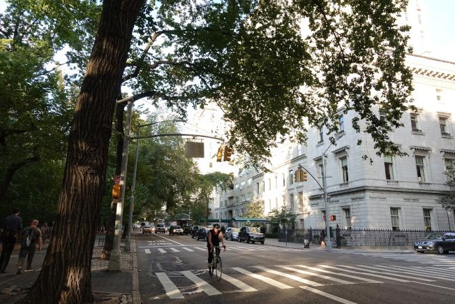 五大道近70街處,左手邊是中央公園。(記者金春香/攝影)