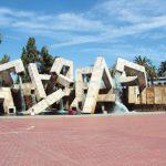 投票變數 爭議廣場改名再延1個月