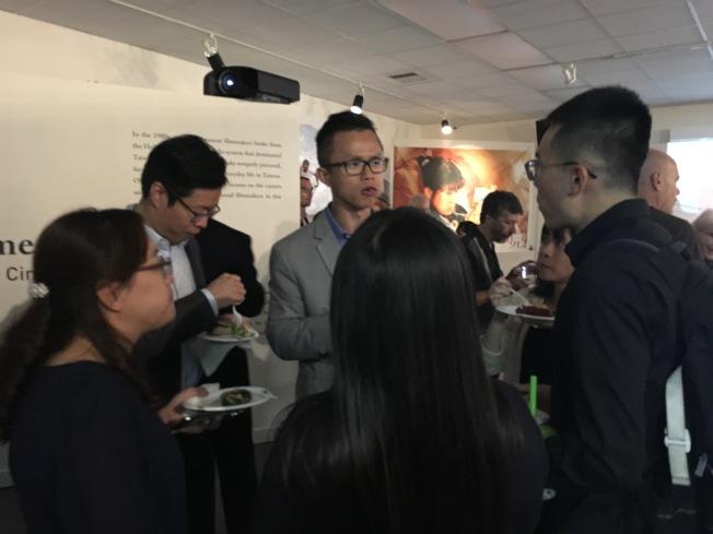 「你那邊幾點?第一屆台灣電影雙年展」開幕式有許多電影愛好者出席,現場人潮洶湧。(記者謝雨珊/攝影)