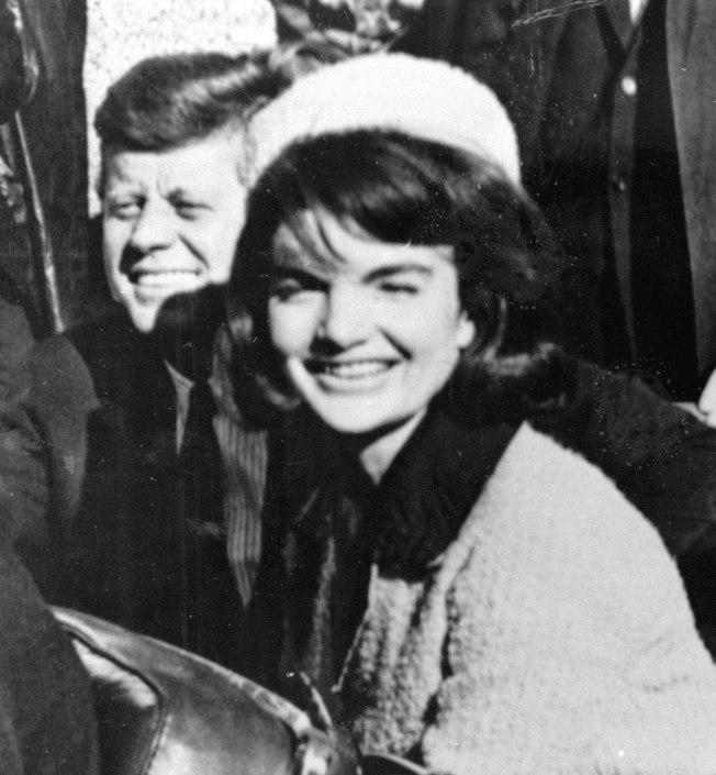 甘迺迪總統偕夫人賈桂琳造訪達拉斯。(美聯社)
