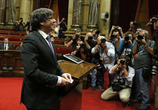 加泰隆尼亞自治區主席普伊格蒙特準備投票,支持宣布獨立。(美聯社)