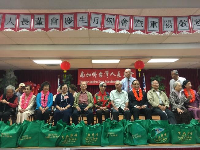 台灣人長輩會在鶴園公寓舉辦重陽敬老會,現場有近50位80歲以上的長輩。(記者謝雨珊/攝影)