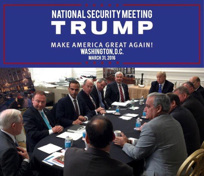 在2016年3月31日的川普競選文宣中,可看出當時外交顧問帕帕多普洛斯(左排第三位),參加川普競選團隊的國安會議討論。(路透)