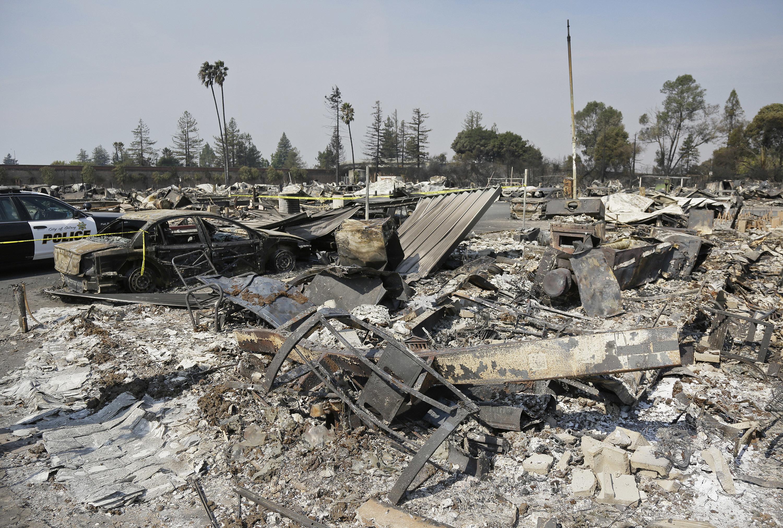 住在聖塔羅沙(Santa Rosa)的69歲罹難者琳達.突尼斯(Linda Tunis)9日凌晨曾打最後一通電話給女兒就斷線了,後來發現葬身火場。(美聯社)