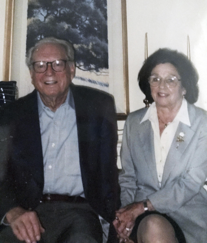 高齡100歲的查爾斯.芮比(Charles Rippey)和98歲妻子莎拉.芮比(Sara Rippey)葬身加州住家火場。(美聯社)