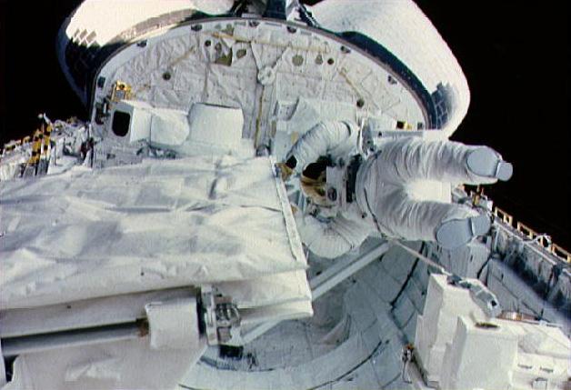 太空人蘇莉文(Kathryn D. Sullivan)在太空梭中。圖/取自維基百科
