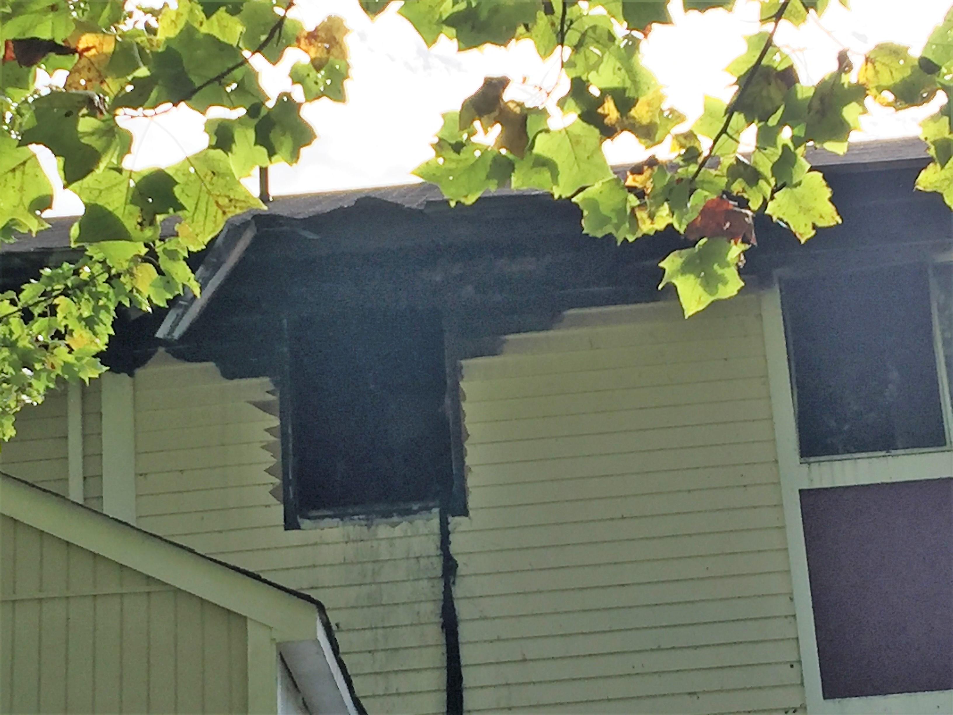 華人聚居的蒙哥馬利郡北波多馬克鎮(N. Potomac),周五晚發生火燒屋,起火點是連接筆電充電電線的變壓器。(讀者提供)