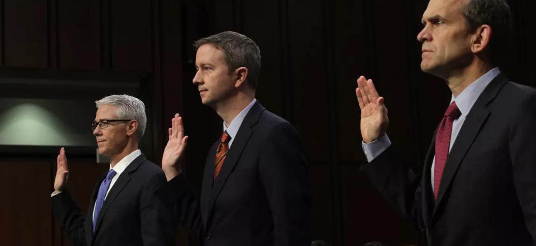 臉書、推特、谷歌三網路社交平台的法律顧問代表,出席參議院情報委員會聽證會,左起為臉書史崔奇、推特艾吉特,谷歌沃克。(Getty Images)