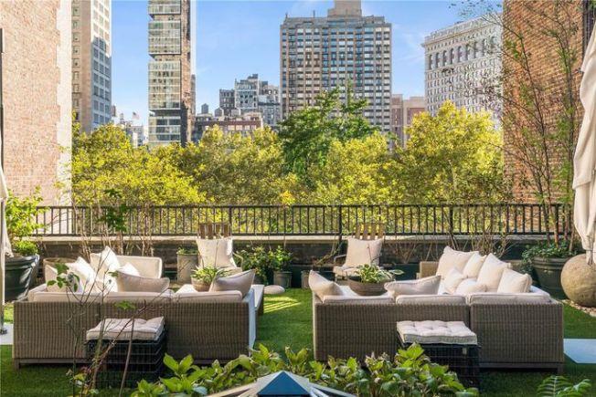 室外空間橫跨四個露台和兩層樓,擁有麥迪遜廣場公園的景色。 (Realtor.com)