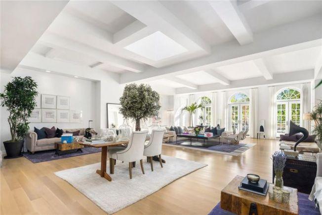 這套6500平方呎的公寓,有四間臥室,六間浴室。(Realtor.com)