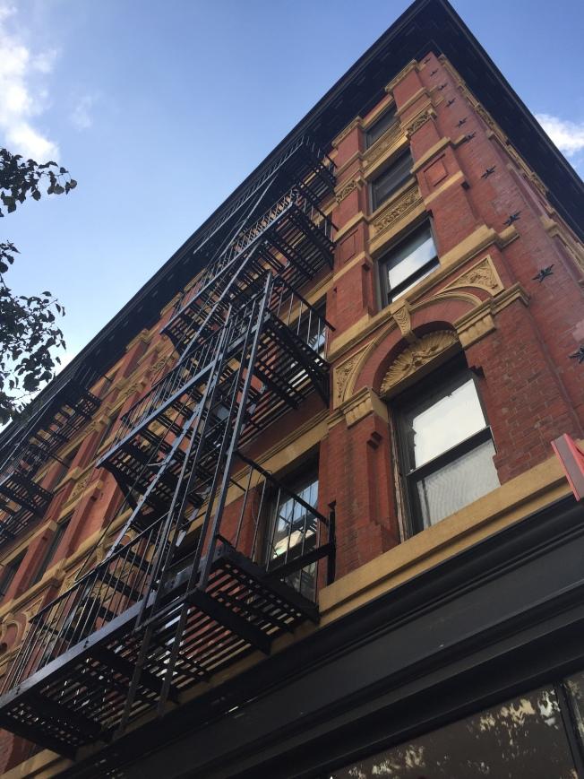 如今的曼哈頓果園街103號。(陸怡雯/攝影)