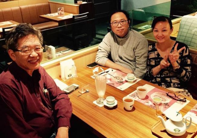 劉昌漢(左一)與黃心健、曹筱玥夫婦日前在台北小聚,為11月15日的展演培養默契。(劉昌漢提供)