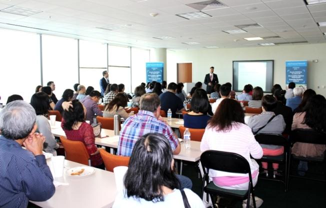 「資產配置,信託傳承 」講座,大家聆聽專家演講。