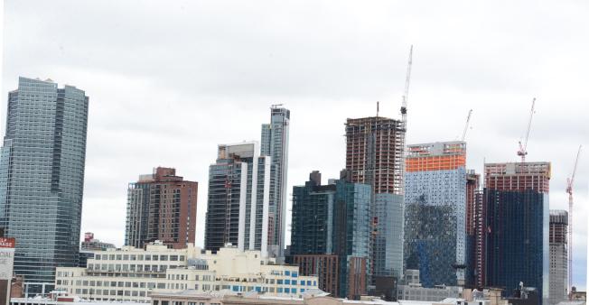 紐約長島市新大樓如雨後春筍拔地而起。(許振輝/攝影)