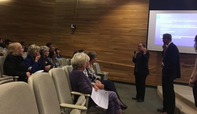 亞市前市長張勝雄醫師(右二)表示,歷史區域議題被過分誇大,是勞民傷財且沒有意義的事。(記者張敏毅/攝影)