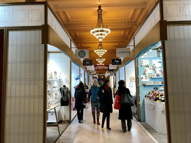 大中央車站假日商展開幕,吸引眾多顧客。(記者俞姝含/攝影)