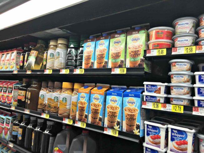 千禧世代喜歡喝超商販售的即飲冰咖啡,因為相較之下比較健康、便宜,而且方便。(網路照片)