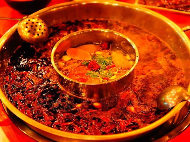 四川火鍋當選中國八大菜系最熱門第一名。(取材自煙台論壇)