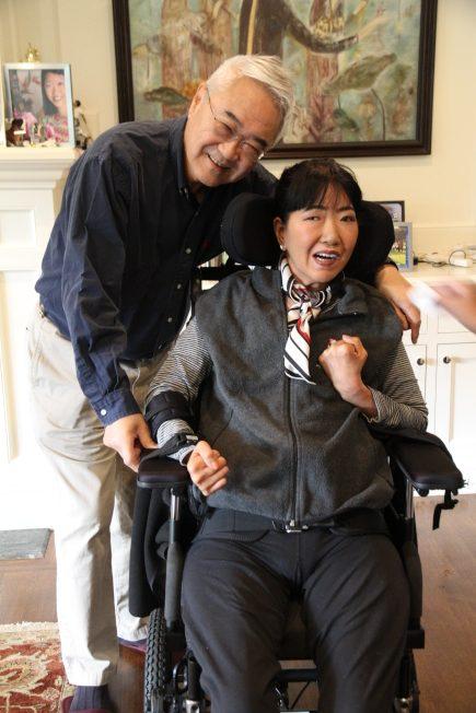 王伯元(左起)特別趕來參加愛女王樂怡的新書發表簽書會。(記者李榮/攝影)