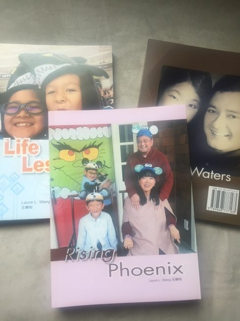 「Rising Phoenix」是王樂怡的第四本書。(記者李榮/攝影)