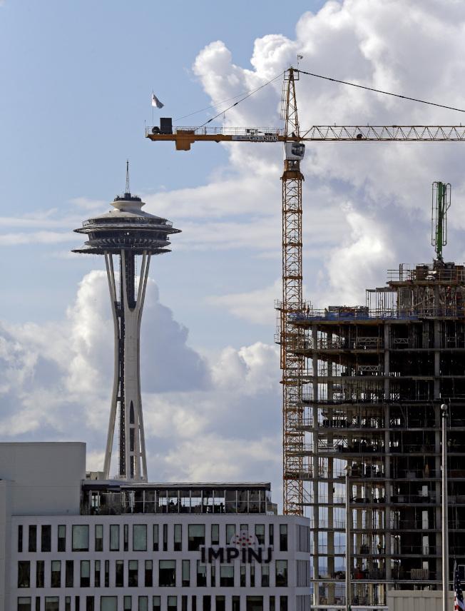 西雅圖發展蓬勃,圖為市區新建大樓。(美聯社)