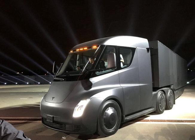 特斯拉推出電動貨櫃車。(路透)