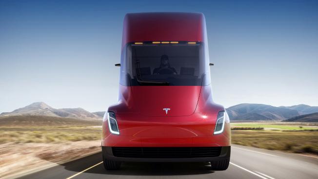特斯拉新開發的全電動貨櫃車。(美聯社)