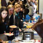 基督高中感恩餐會 品嘗各國美食