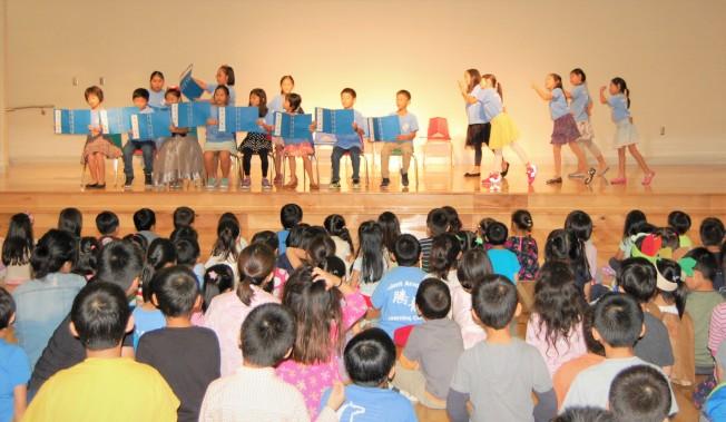 騰龍教育學院的華裔學生表演節目。(記者賈忠/攝影)