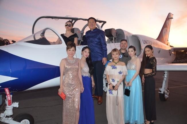 思凱航空負責人陳瑋(後排左二)與出席嘉賓。(記者王全秀子/攝影)