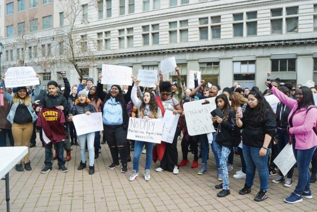 川普上台時,大批民眾反對他的移民政策。(檔案照,記者劉先進/攝影)